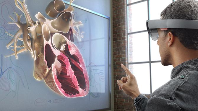 Microsoft pokaże HoloLens 2. Urządzenie przeszło wiele zmian [1]