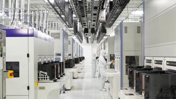 Spadki na rynku NAND flash. Samsung wstrzymuje nową generację [2]