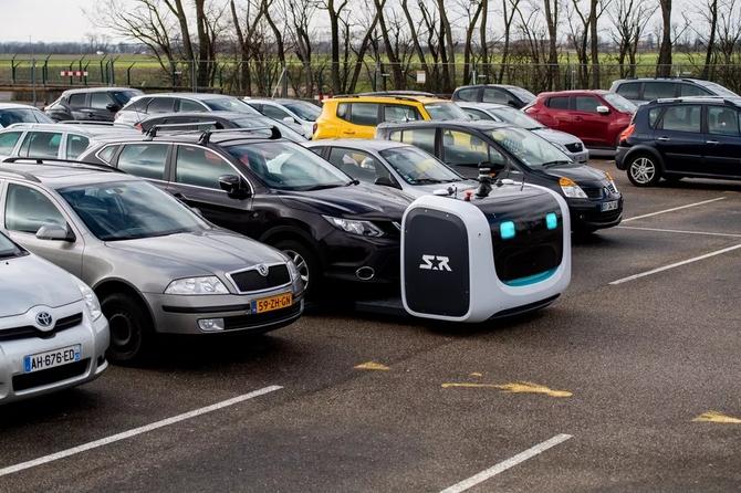 Bonjour! Jestem robo-parkingowym, gdzie zaparkować samochód? [4]