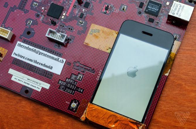 Tak wyglądał jeden z pierwszych prototypów iPhone - model M68 [3]