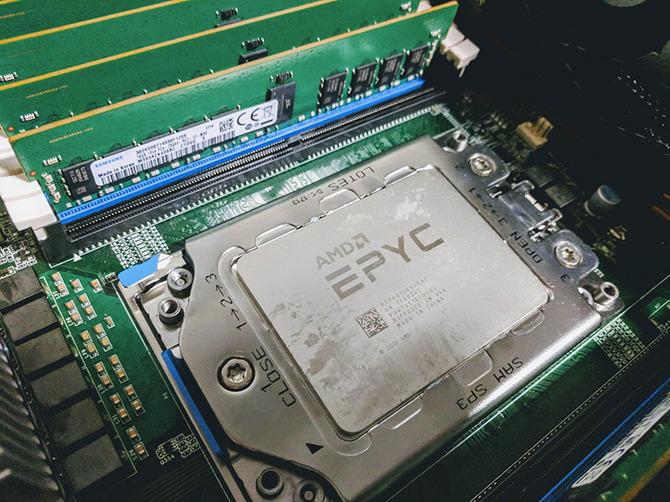 Intel traci udziały w rynku serwerowym. Zyskuje głównie AMD [1]