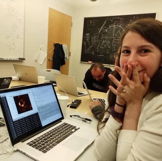 Pierwsze zdjęcie czarnej dziury. Pomógł specjalny algorytm [2]
