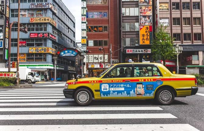 Japońskie Taxi pokazuje wybrane reklamy skanując naszą twarz [1]