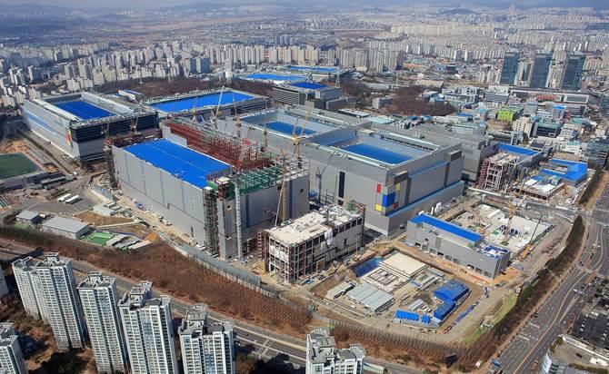Samsung do 2030 roku zainwestuje 115 mld USD w układy scalone [2]