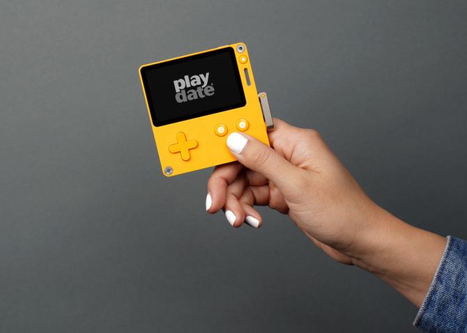 Playdate: Soczyście żółta konsola z krzyżakiem i korbką? [2]