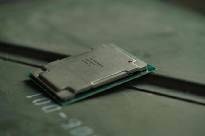 Intel Cascade Lake - 28-rdzeniowy Xeon i osiem innych jednostek  [1]