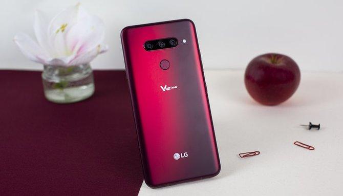 LG także przygotowuje smartfona z otworem w ekranie [1]