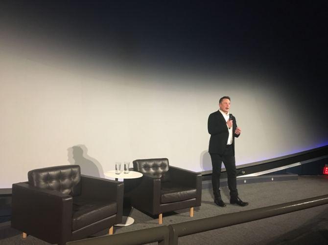 Neuralink: Elon Musk pokazuje swój interfejs mózg-komputer [2]