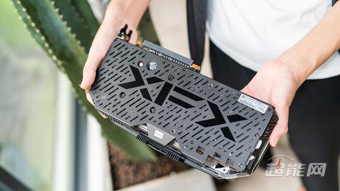 XFX Radeon RX 5700 XT - zdjęcia niereferencyjnej karty [6]