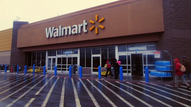 USA - nadal można nabyć broń w Walmart, ale znikają reklamy gier [2]