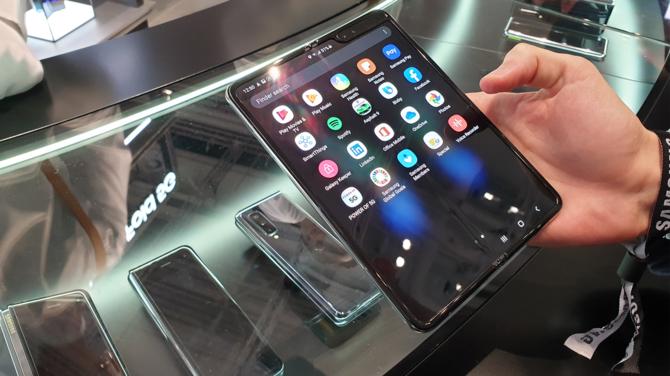 Składany smartfon Samsung Galaxy Fold jutro trafi do sprzedaży [3]