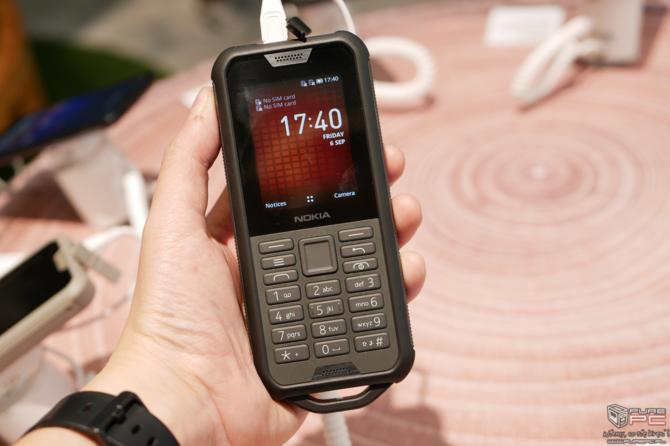 Nokia 110, Nokia 2720 Flip i Nokia 800 Tough - nowe klawiszowce [3]