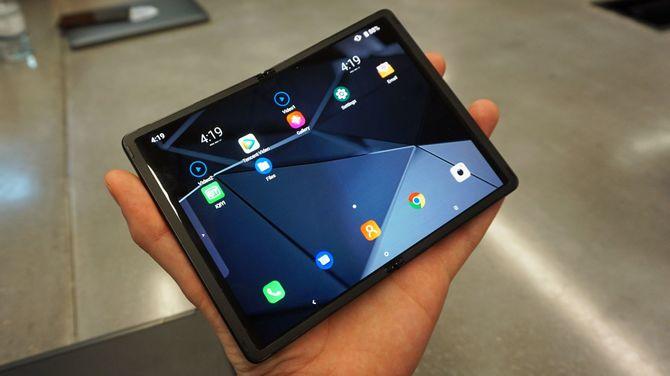 TCL stworzyło składany smartfon. Ma być przystępny cenowo [2]