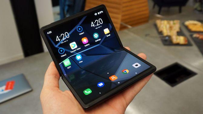 TCL stworzyło składany smartfon. Ma być przystępny cenowo [3]