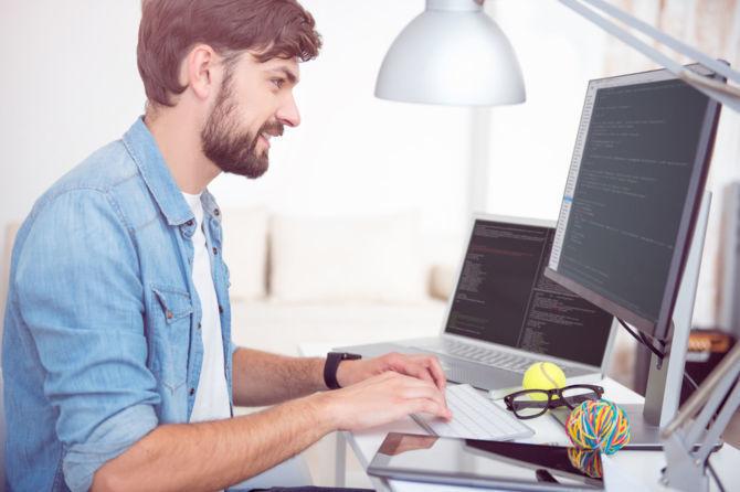 Rośnie zainteresowanie pracą zdalną w branży IT - raport No Fluff Jobs [1]