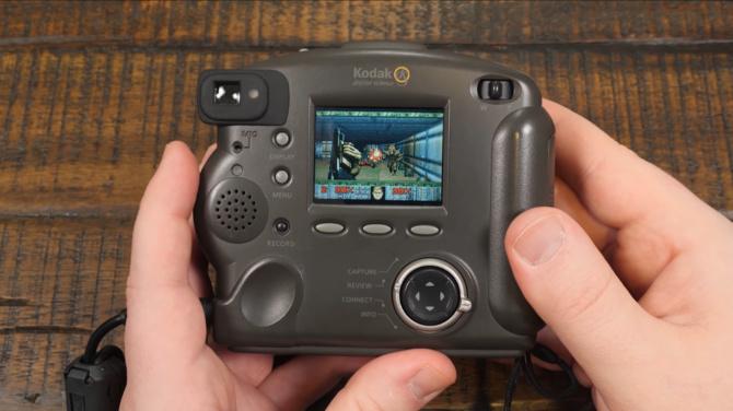 DOOM - fan stworzył port na 21-letni aparat Kodak. Działa świetnie [2]