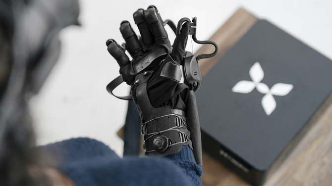 Teslasuit Glove - rękawica VR symuluje zmysł dotyku i mierzy puls [2]