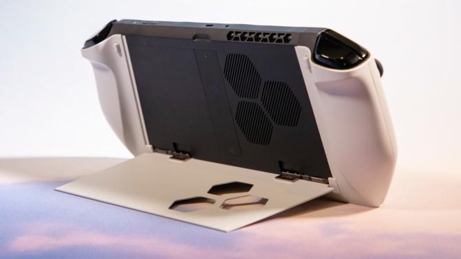 Alienware Concept UFO – przenośny komputer jak Nintendo Switch [2]