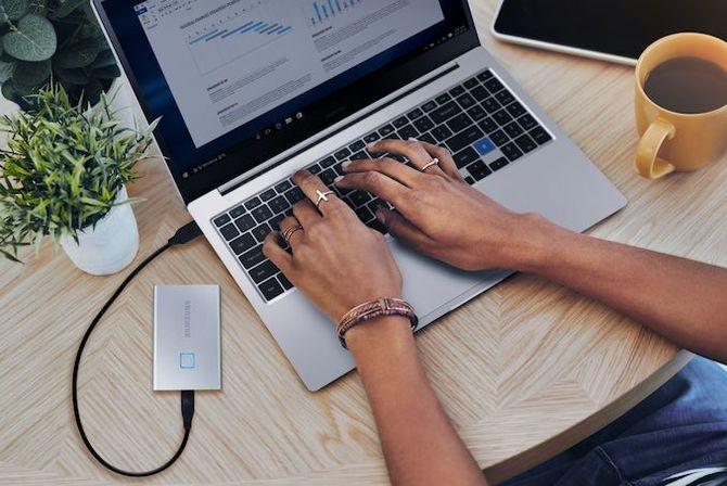 Samsung T7 Touch: przenośne SSD ze skanerem linii papilarnych [1]