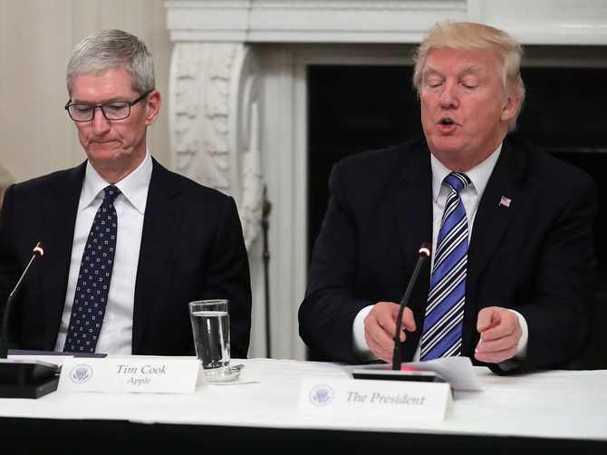 Trump piętnuje Apple: organy ścigania bez dostępu do iPhone'ów [1]