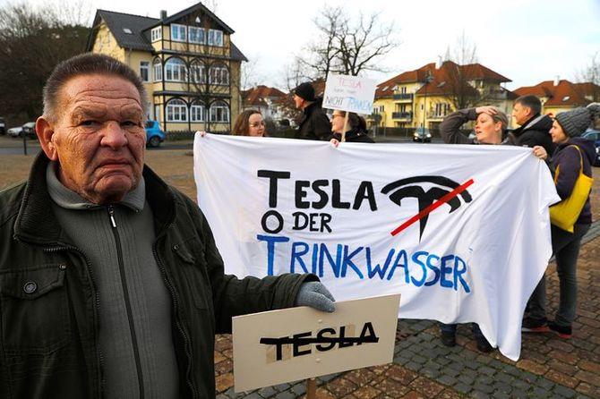 Niemcy protestują przeciw powstaniu podberlińskiej fabryki Tesla [1]