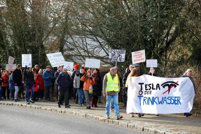 Niemcy protestują przeciw powstaniu podberlińskiej fabryki Tesla [3]