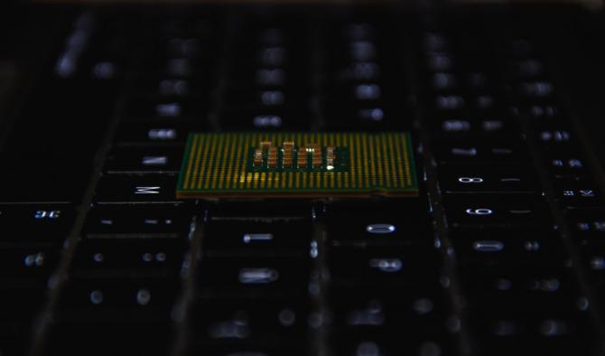Intel po raz trzeci naprawia lukę ZombieLoad w swoich procesorach [2]