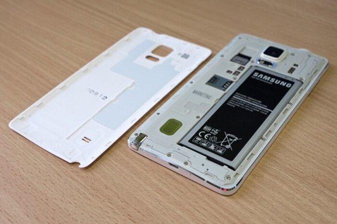 UE pracuje nad nakazem wymiennych baterii w smartfonach [1]