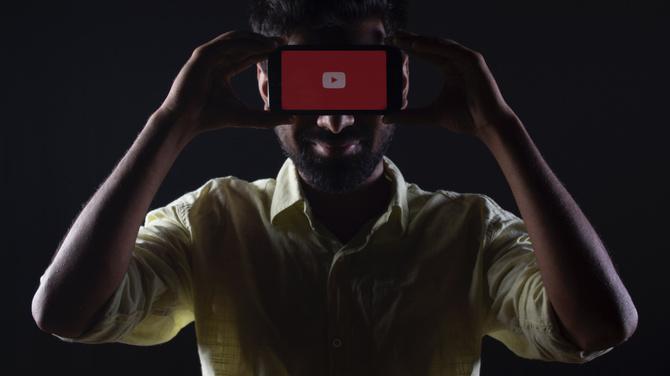 YouTube bez spekulacyjnych filmów wiążących COVID-19 z siecią 5G [1]
